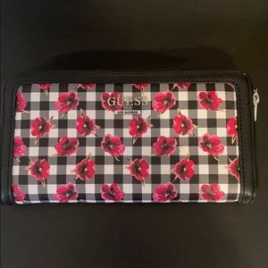 GUESS 💕 Floral Wallet